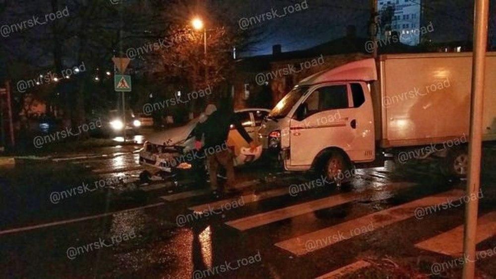 Вчера, в Новороссийске на ул. Пролетарская - Пушкинская минигрузовик не уступил дорогу Тойоте