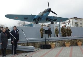 В Новороссийске штурмовик ИЛ-2 занял своё почётное место