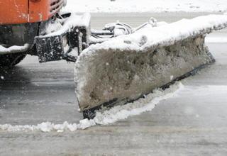 Первый снег в Новороссийске вывел на дороги 23 единицы спецтехники